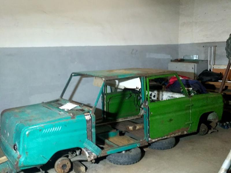 Школьники из Красноярска сбирают лимузин из трех советских авто: фото