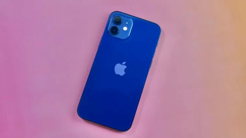 "iPhone 12 против Pro и Pro Max: действительно ли вам нужна модель ""Pro"""