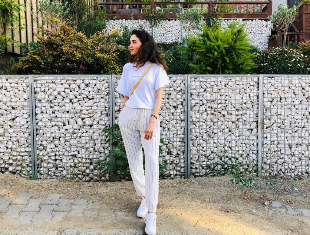 Даже если брюки модные, то неправильная длина точно испортит все: куда надо смотреть женщинам, выбирая брюки, чтобы не выглядеть в них нелепо