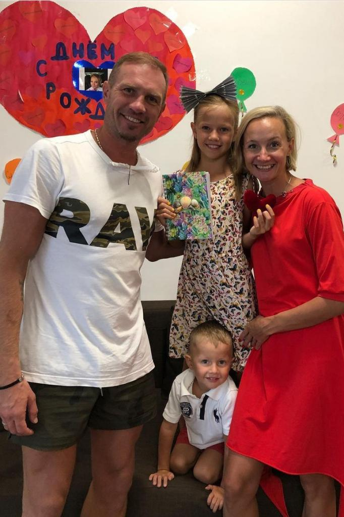 Женился лишь спустя семь лет отношений: история Домниной и Костомарова