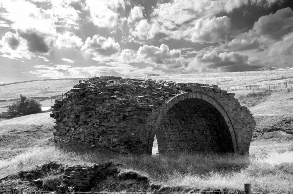 Забытый проход в другой мир: арка в английской деревушке имеет своеобразное очарование
