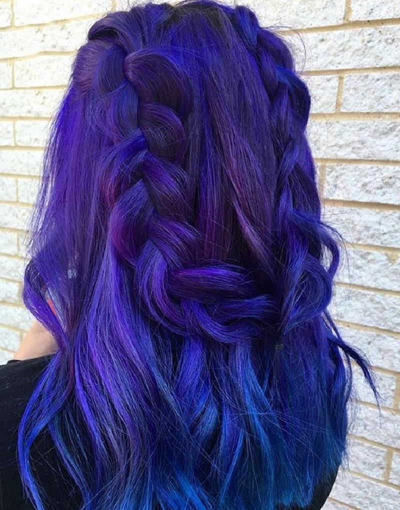 Модное и необычное окрашивание для тех, кто любит яркие цвета: 10 эффектных причесок с фиолетовыми волосами