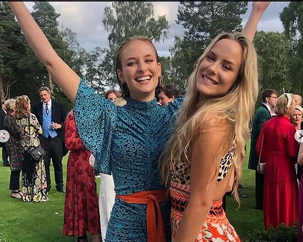 """Tatler показал фотогаллерю """"элитных"""" близнецов, в которую попали племянницы принцессы Дианы, отпрыски банкиров и другая золотая молодежь"""