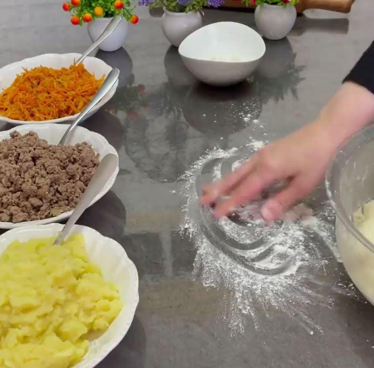"""В каждом """"варенике"""" 3 начинки: печем пирог, который легко заменит полноценный ужин"""