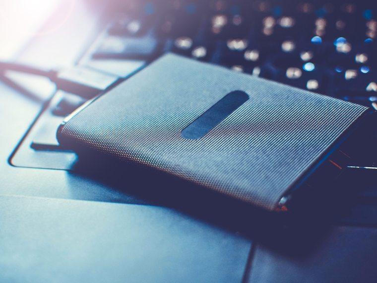 Как легко превратить Macbook в настольный Mac: что для этого нужно
