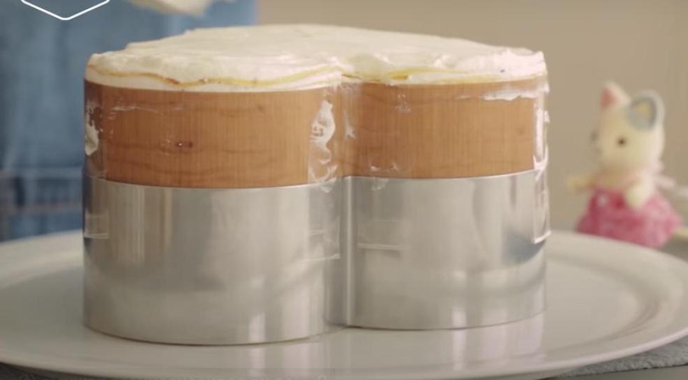 """Клубничный торт ко Дню святого Валентина: радуем вторую половинку блинным """"сердечком"""" с нежнейшим вкусом"""