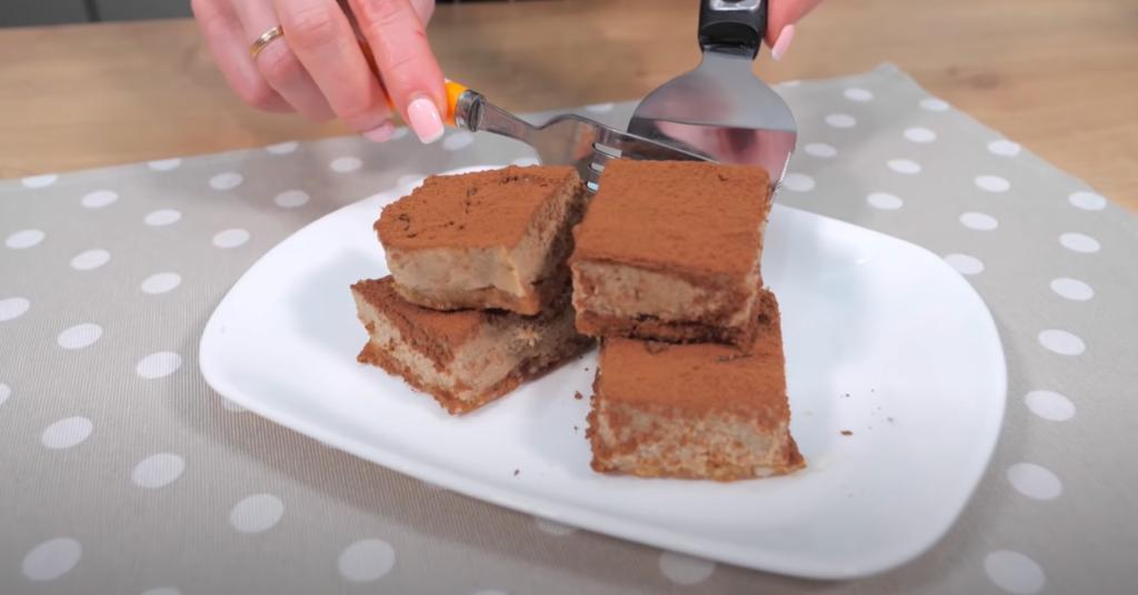 Когда говорю гостям, из чего сделала десерт, они удивляются и тянутся за вторым кусочком