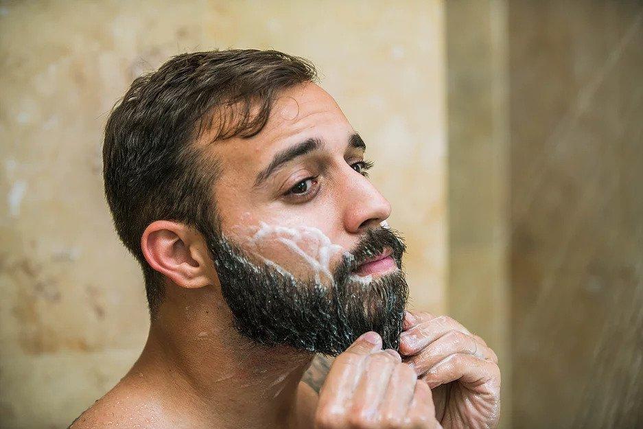 Делать пилинг, есть белок и не только: как отрастить шикарную бороду (над этим придется немного поработать)