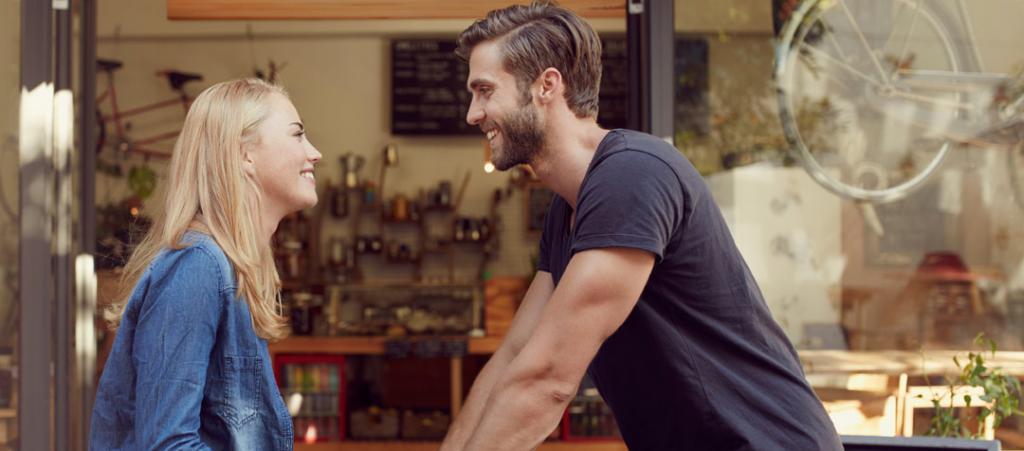 Случайно встретились и полюбили с первого взгляда: этот сценарий маловероятен, а вот онлайн-знакомства работают отлично