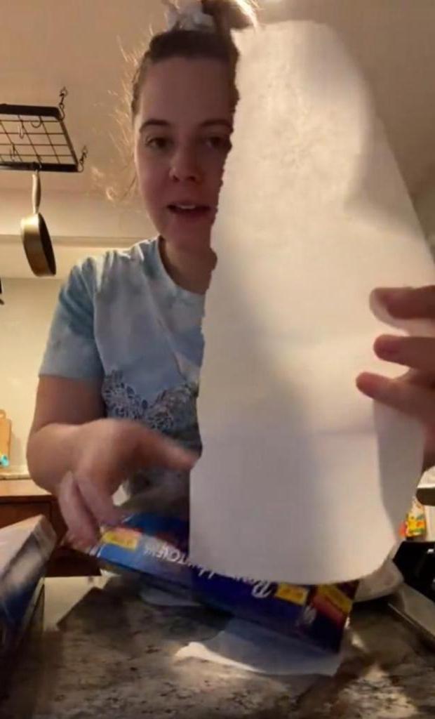 Не получалось ровно оторвать бумагу для выпечки, пока не увидела лайфхак с коробкой