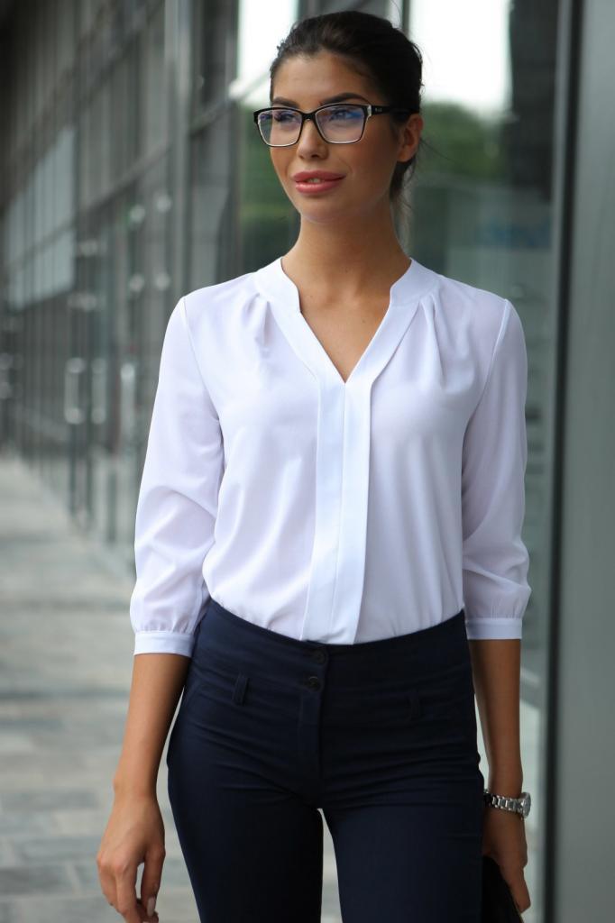 Даже белую рубашку выбирать надо с умом, чтобы не выглядеть как школьная директриса: модели, которые не нужно брать в 2021 (они уже не в моде)