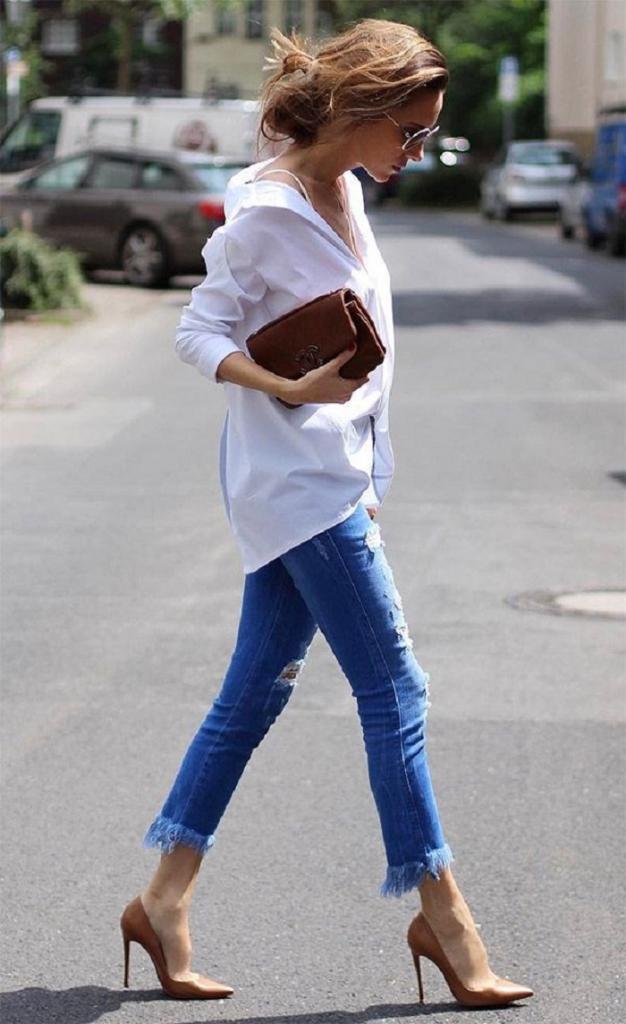 Как выглядят самые трендовые джинсы весны-2021: фото (радует, что супермодными можно сделать даже старые – были бы ножницы под рукой)