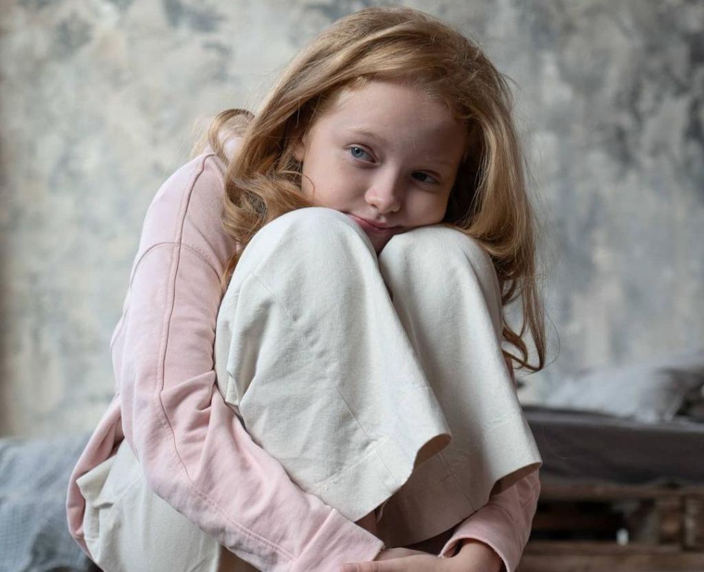 Рыжее чудо. Дочери Елены Ксенофонтовой исполнилось 10 лет: какой растет малышка София (новые фото)
