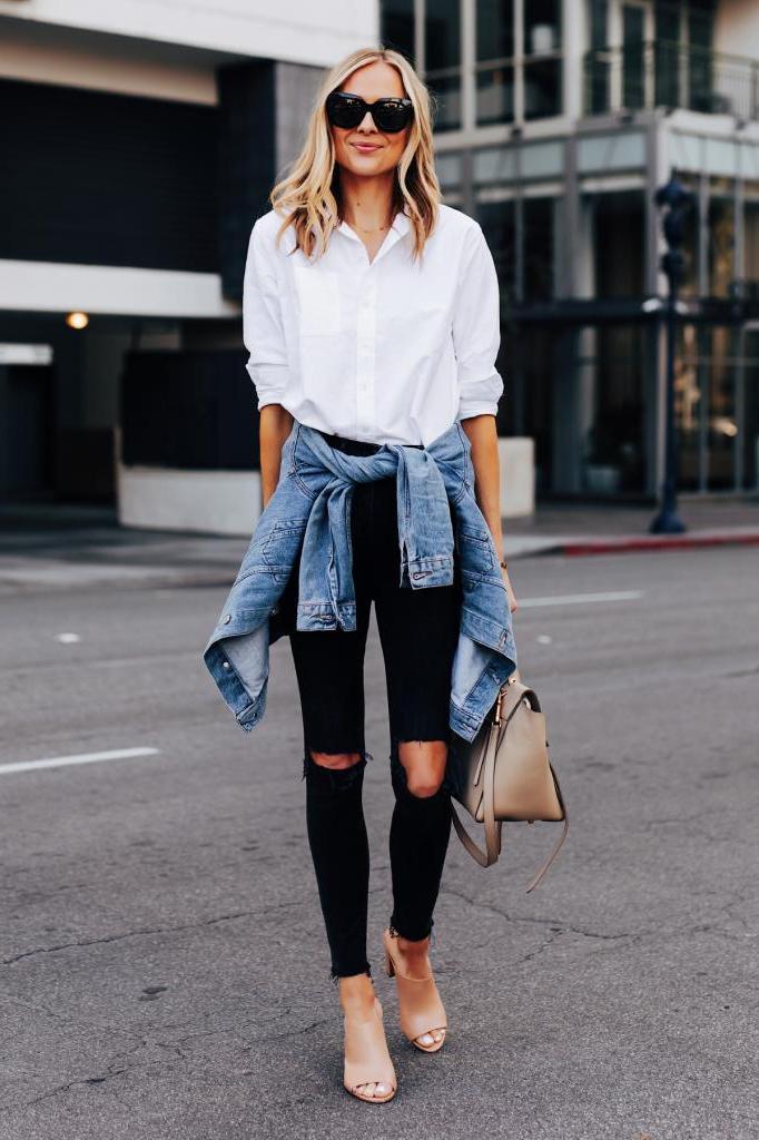 Комбинируем 2 незаменимые вещи женского гардероба: трендовые идеи сочетания классических рубашек и джинсов на весну 2021 года