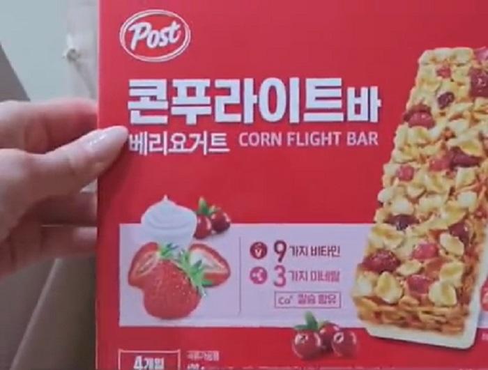 В Южной Корее людям выдают карантинные пайки. Девушка показала, что находится внутри полученной коробки (лично меня разнообразие содержимого удивило)