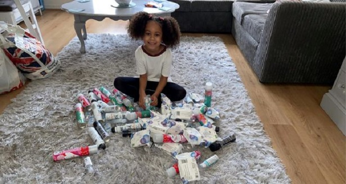 5-летняя девочка получила деньги от «зубной феи»: тратить на игрушки не стала, а купила угощения бездомным