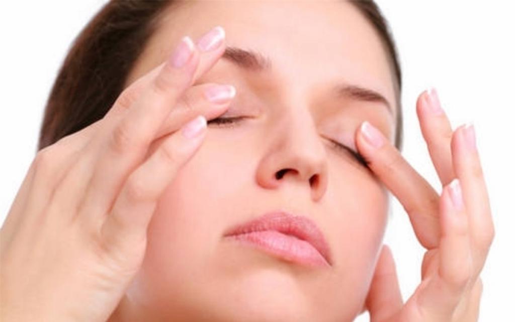 Начните утро со стакана воды: небольшие хитрости, как офисным работникам уменьшить сухость глаз