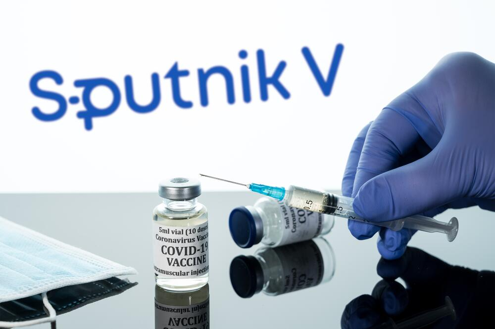 В популярную среди российских туристов Черногорию разрешили поставки российской вакцины «Спутник V»