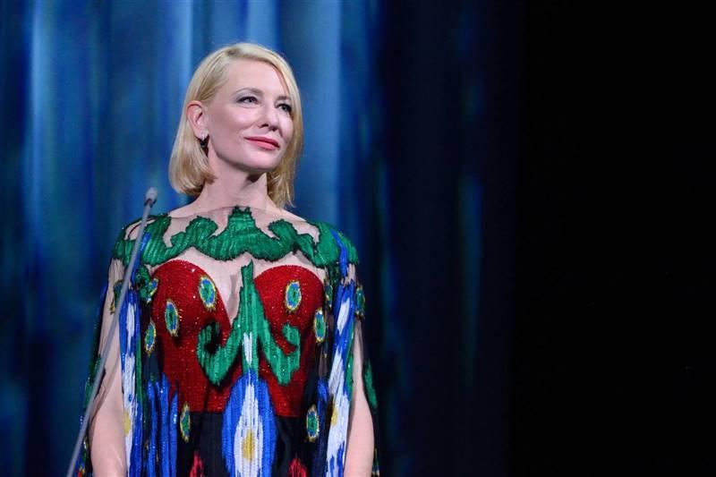 Как всегда быть в форме и выглядеть моложе своих лет: семь секретов красоты от знаменитостей