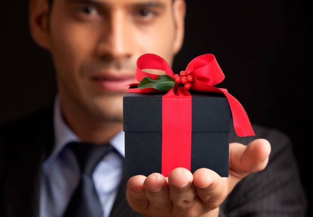 Подарок может многое рассказать о характере дарителя: Роза Сябитова раскрыла скрытый смысл подарков
