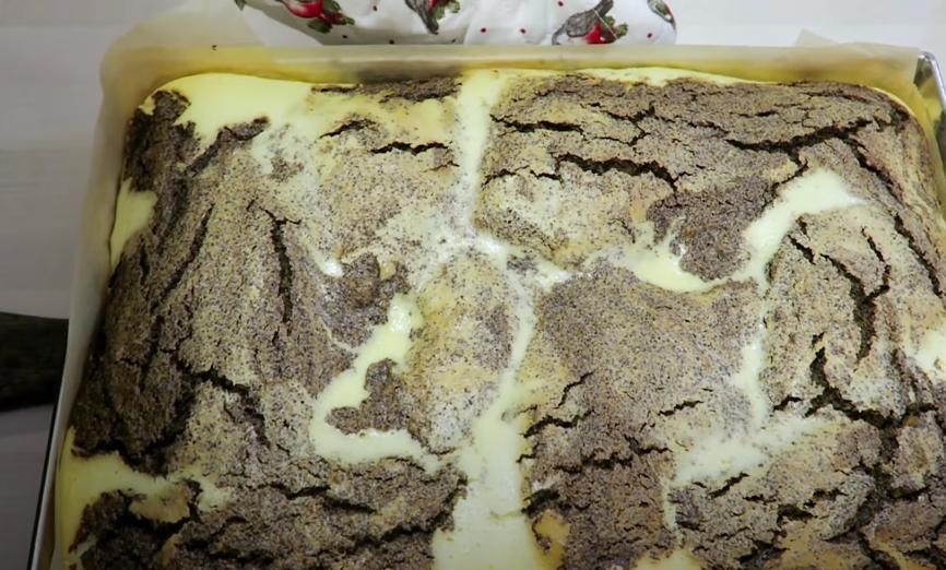 Маково-творожный торт на песочном тесте с ароматом ванили и миндаля: рецепт