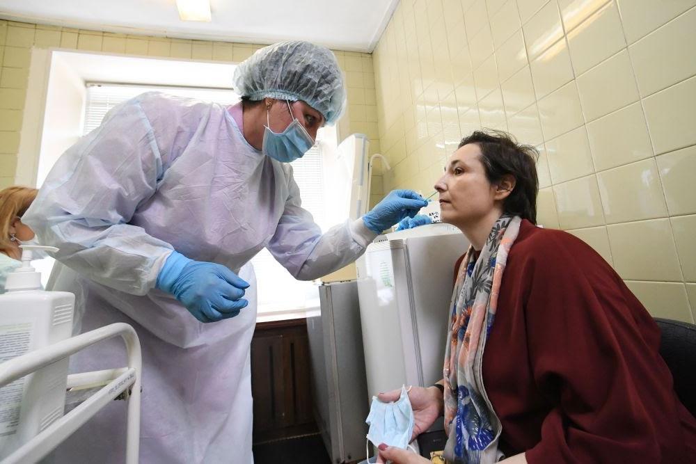 Ученые выяснили, кто чаще становится суперраспространителем коронавируса
