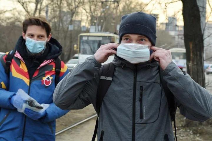 Почему у нас их еще носят? Дмитрий Песков прокомментировал отмену масочного режима в ряде регионов страны