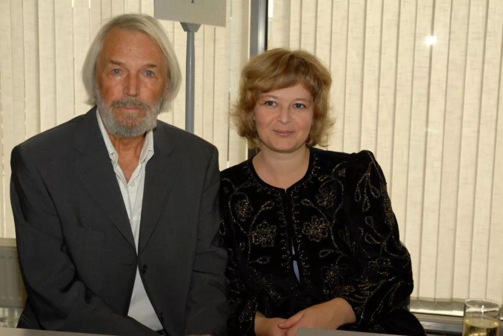 Мужу 87 лет, а жене - 47: как выглядит молодая супруга актера Станислава Любшина