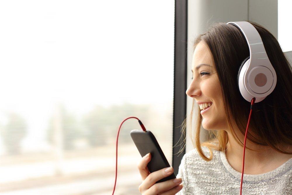 Девушка зашла в приложение для прослушивания музыки и увидела, что кто-то взломал ее аккаунт. Она начала общаться со взломщиком с помощью названий треков, и он ей ответил