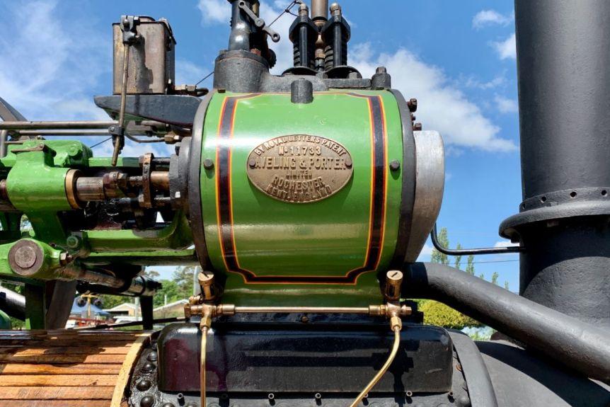 Любители винтажной техники из Австралии восстановили паровой трактор 1926 года до идеального состояния