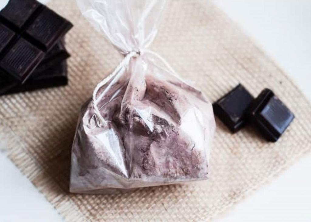 Для увлажнения и питания кожи делаю по вечерам шоколадно-молочную ванну. Кожа нежная и бархатистая, а аромат очень расслабляет