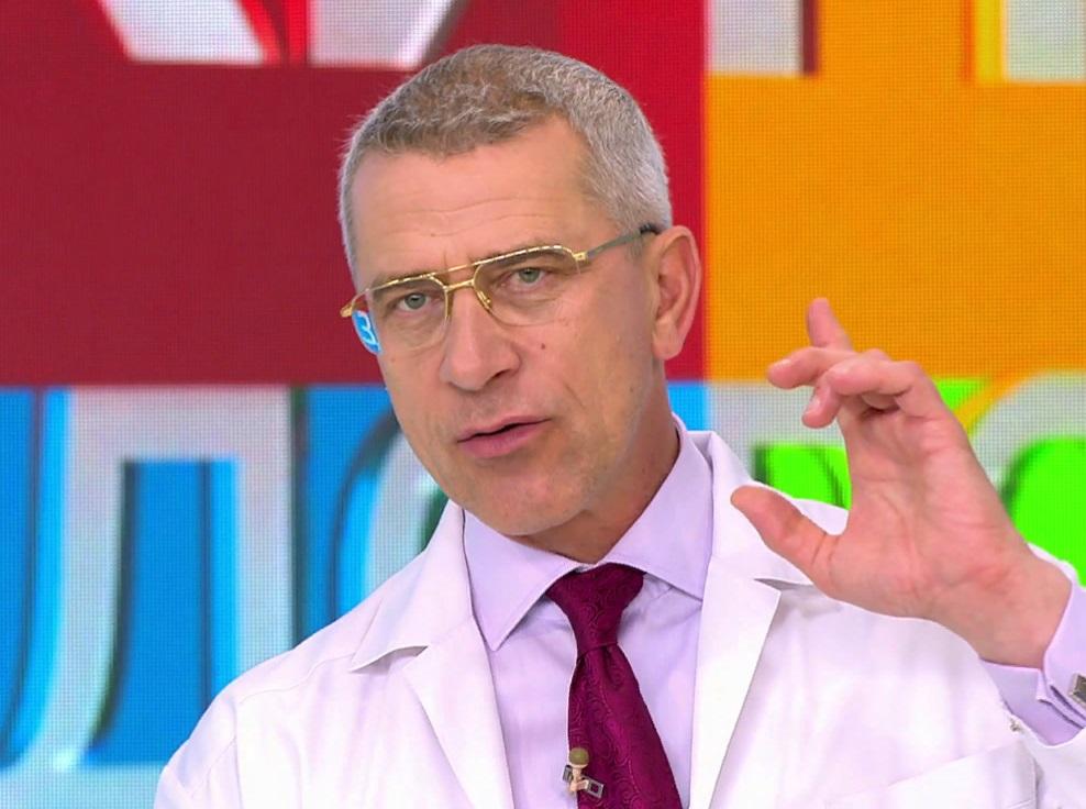 """Кто эти доктора, которые прямо из телевизора """"лечат"""" людей: чем они занимаются в реальной жизни, пока не снимаются в шоу"""