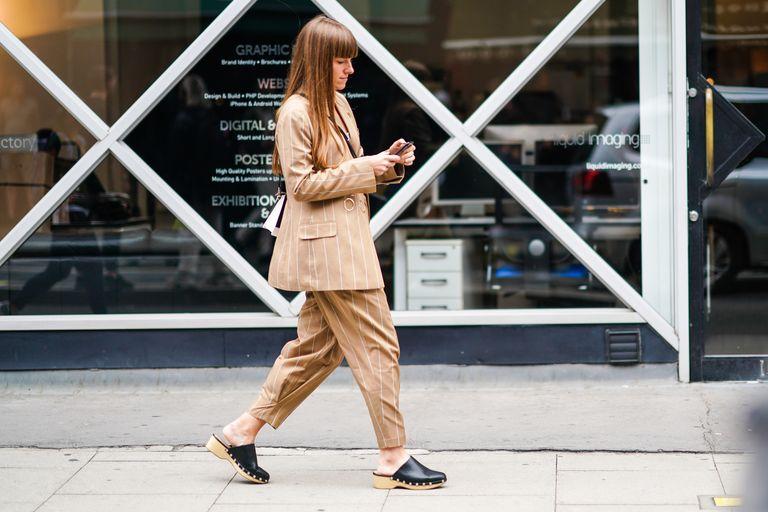 Сабо - безусловный тренд-2021: как носить звездную обувь 70-х этой весной
