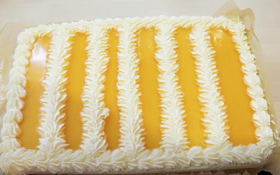 """Бисквитный торт """"Райская пена"""" из сливок, йогурта и желе: рецепт десерта"""