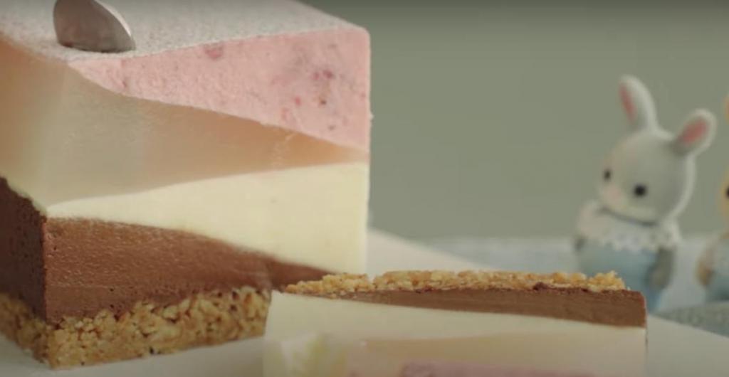 Многослойный чизкейк с акцентными вкусами вишни и шоколада: готовим нежнейший десертик с очень красивым дизайном