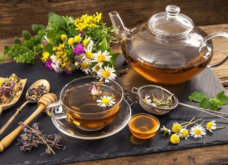 Чай с ромашкой может навредить подростку и другие травяные напитки, которые нельзя давать детям