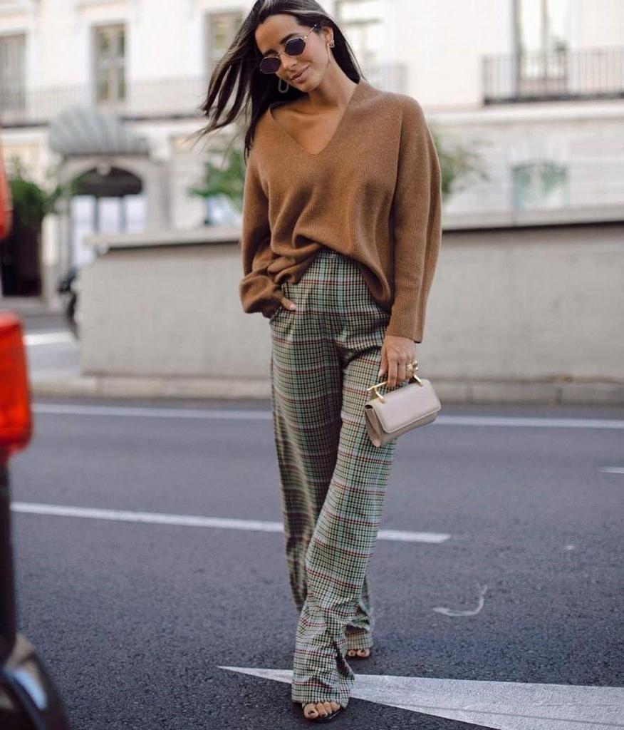 Главные лайфхаки весны 2021 года: как и с чем носить длинные широкие брюки