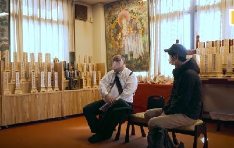 """Странный заработок: клиенты нанимают японского парня, чтобы он """"ничего не делал"""""""