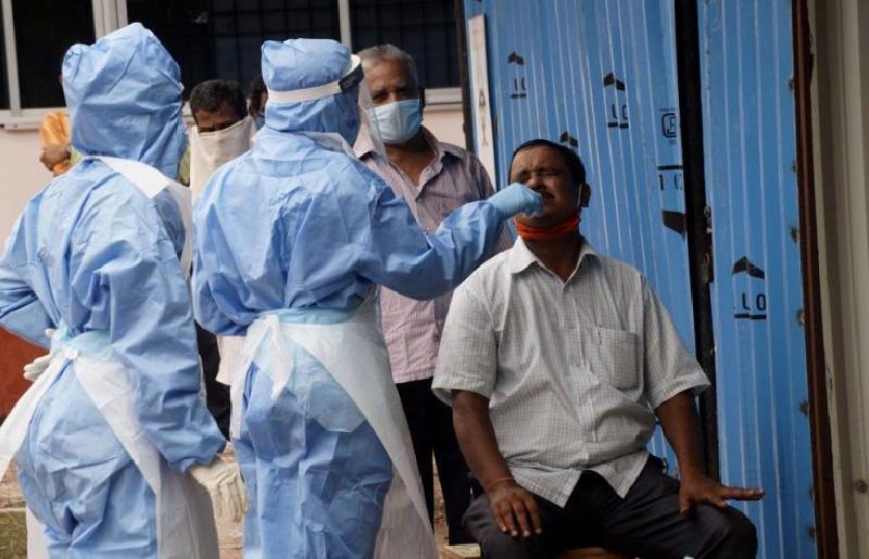 Невероятная ситуация в Индии: эксперты озадачены резким сокращением ежедневных случаев заболевания COVID-19