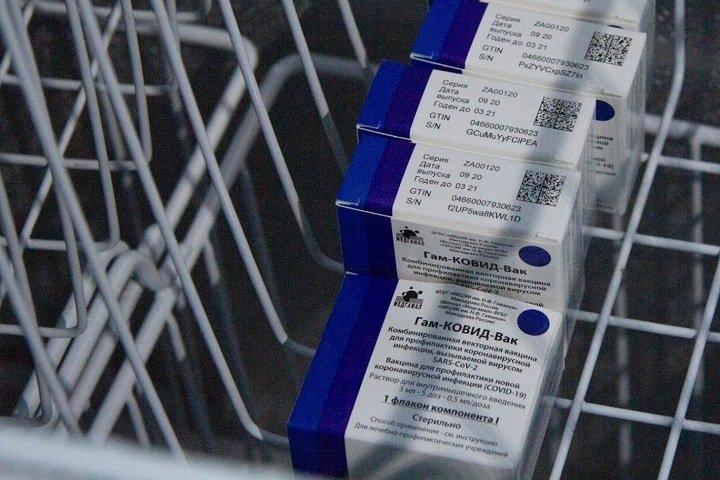 Роспотребнадзор: российские вакцины подтвердили эффективность в борьбе с британским штаммом коронавируса