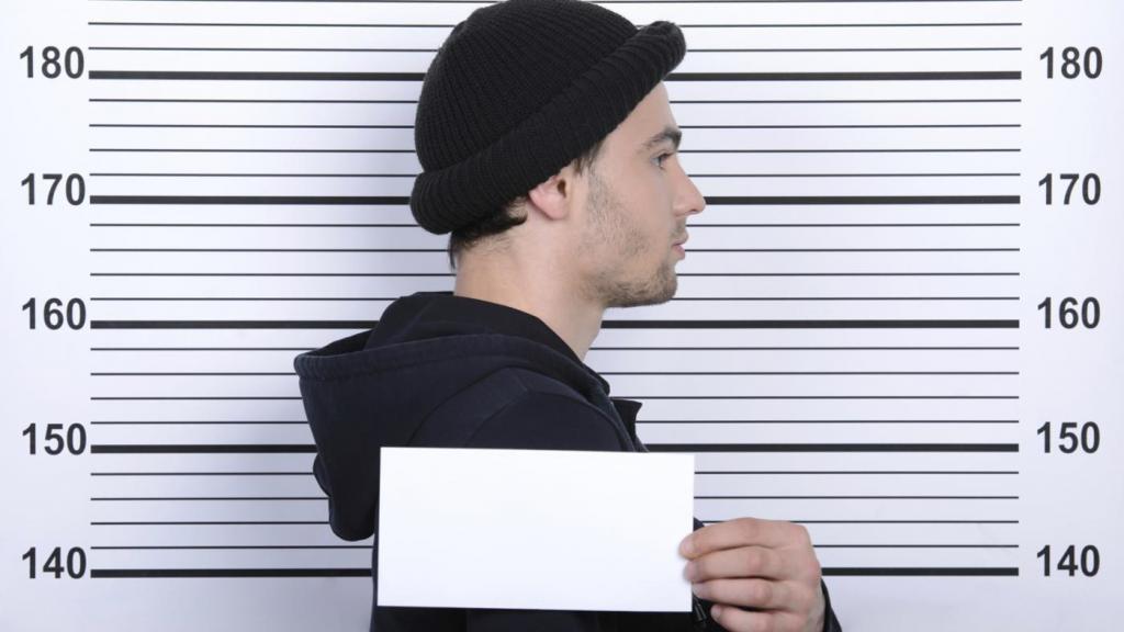 Удивительное исследование показало: размещение рядом людей, которые не выглядят одинаково, при полицейском освидетельствовании может повысить точность на 10%