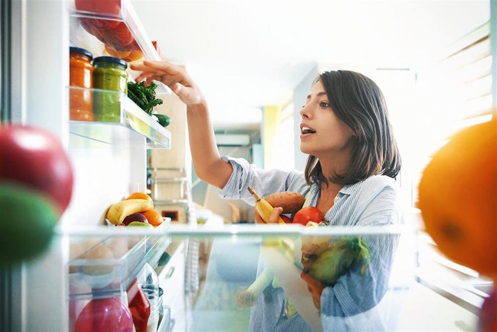 Чайный гриб и яйца: диетолог назвала самые важные продукты в своем холодильнике