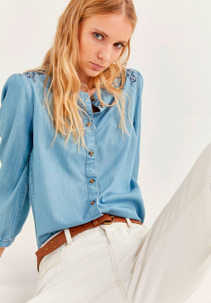 2021-й — год денима: как и с чем носить джинсовую рубашку на примере звезд