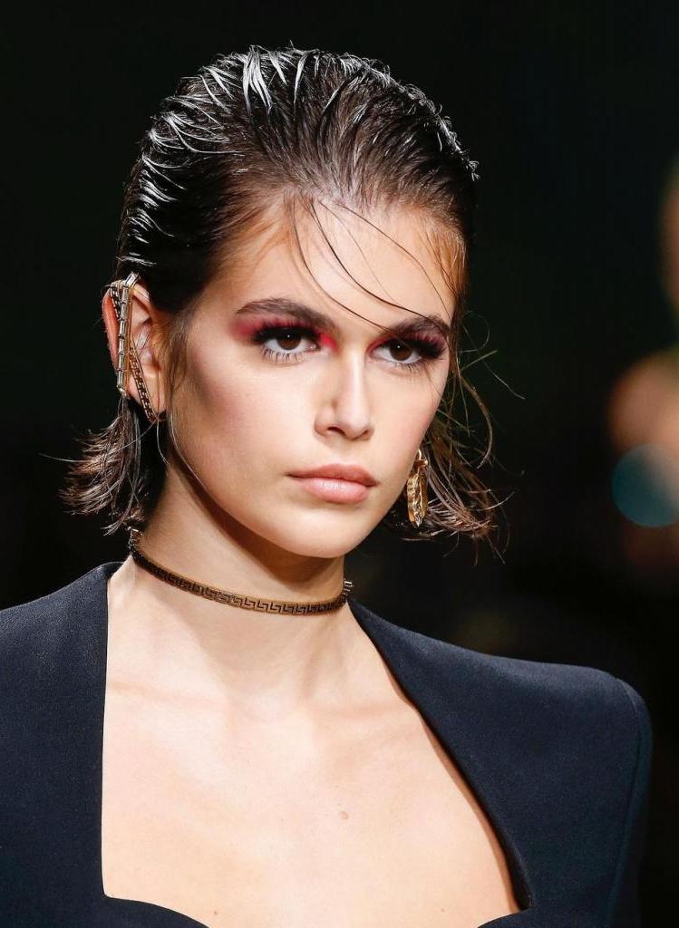Как замаскировать округлые щечки: подборка причесок, которые визуально делают лицо худым