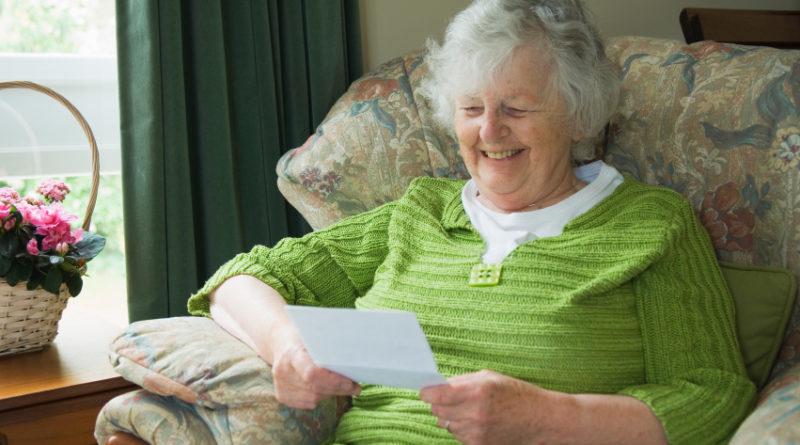 «Это музыка для моих ушей!»: после шумной вечеринки девушка оставила пожилой соседке записку с извинениями и получила неожиданный ответ