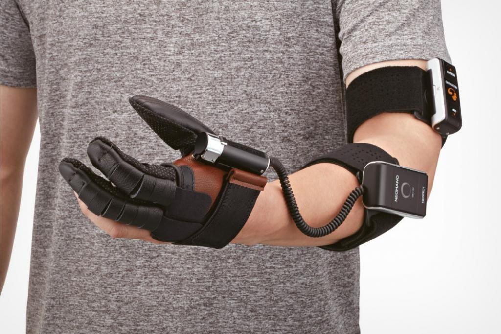 Роботизированная перчатка использует искусственный интеллект, чтобы помочь людям со слабостью рук