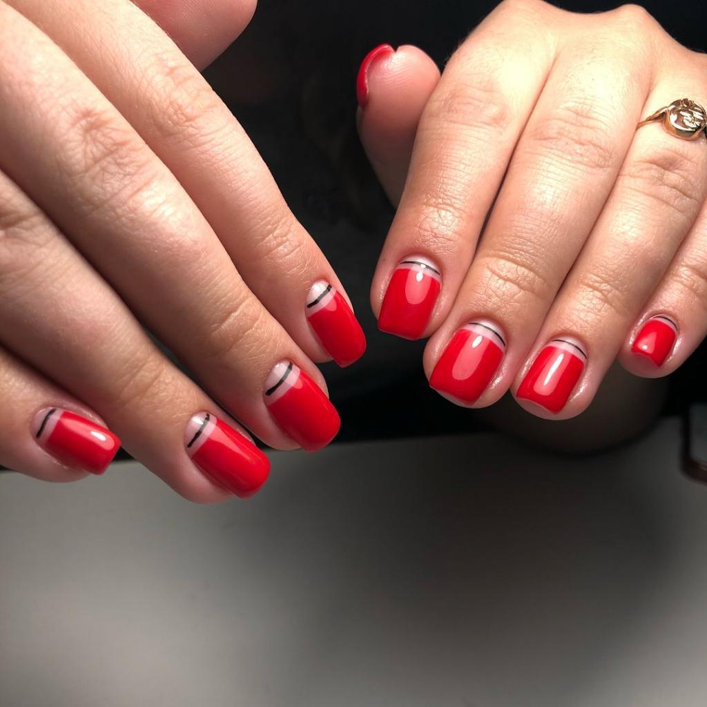 Красный лак на квадратных ногтях: разнообразные идеи маникюра для тех, кто хочет выглядеть эффектно