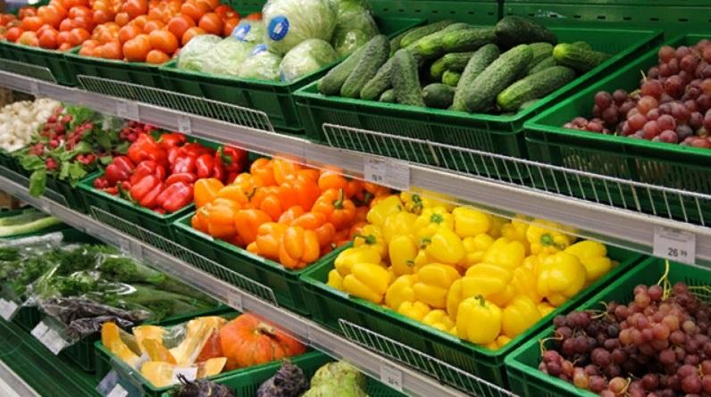 Обман, на который ведется каждый второй: почему в некоторых супермаркетах продают мокрые овощи (такие еще быстрее портятся, но даже это никого не останавливает)