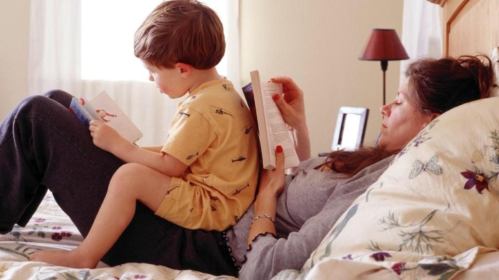 Почему ребенку хорошо, когда его мама ленивая. Четыре причины, почему он станет успешнее того, кому мама всегда помогала, бегала за ним и переживала