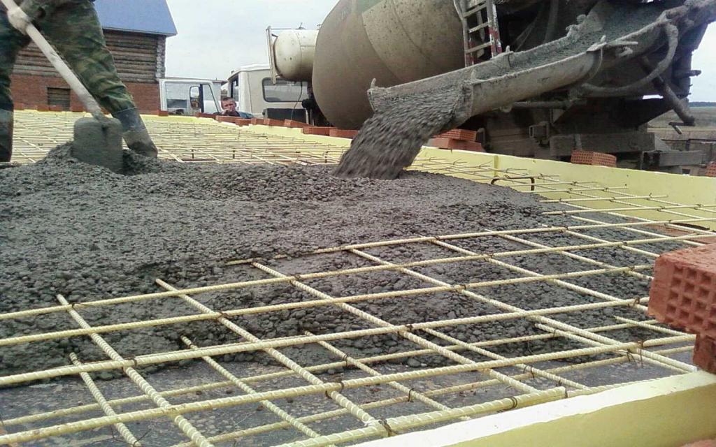 Уникальный бетон, способный устранять трещины, разработали ученые из Дальневосточного университета вместе с иностранными коллегами